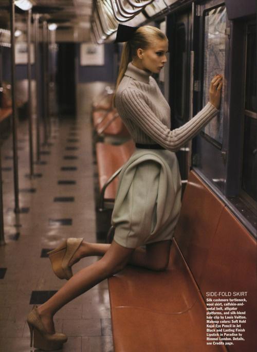 lazo en el pelo editorial de moda