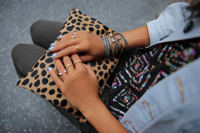 moda muchos anillos